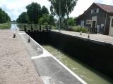 een van de vele sluisjes langs het kanaal